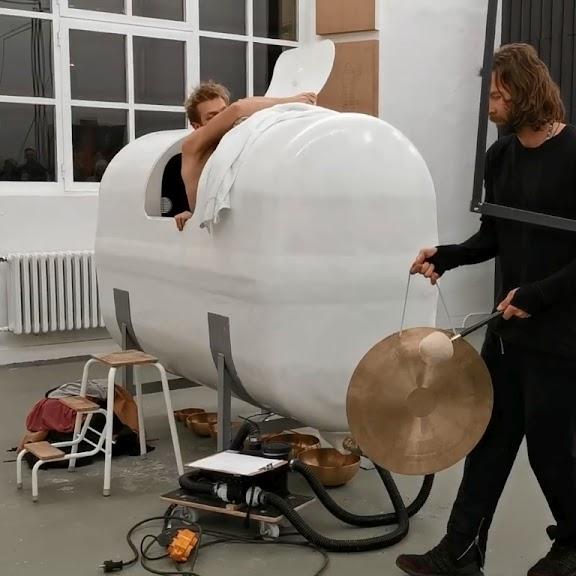 Till Bödeker: Think Outside The Box (2020). Rundgang Kunstakademie Düsseldorf